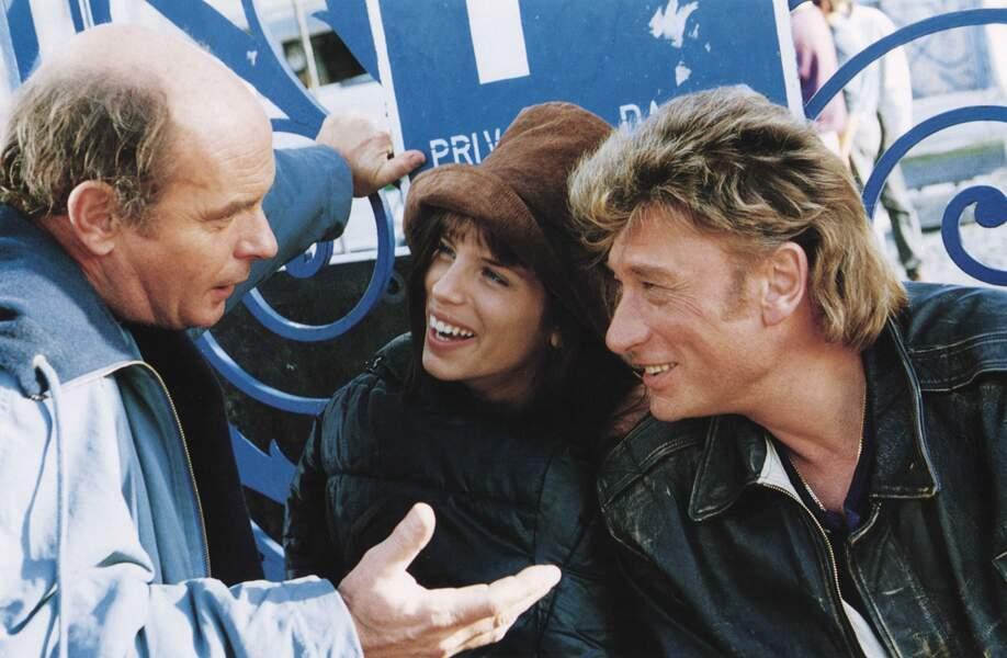 Dans La gamine, Johnny, en ex-flic reconverti en pilote d'aéroclub, doit innocenter Maïwenn soupçonnée de meurtre