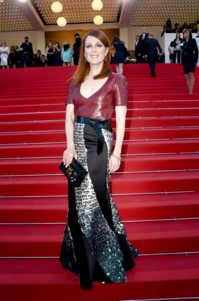 """On est un peu moins fan de sa robe. """"Trop d'informations dans cette tenue"""", dirait Cristina Cordula"""