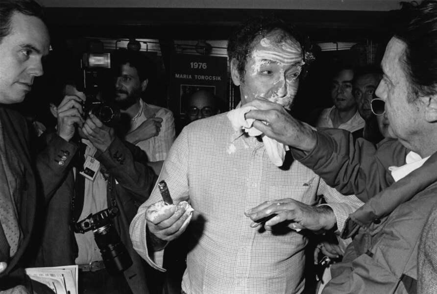 1985 : Jean-Luc Godard se fait entarter. Le coupable protestait contre la nudité dans un de ses films