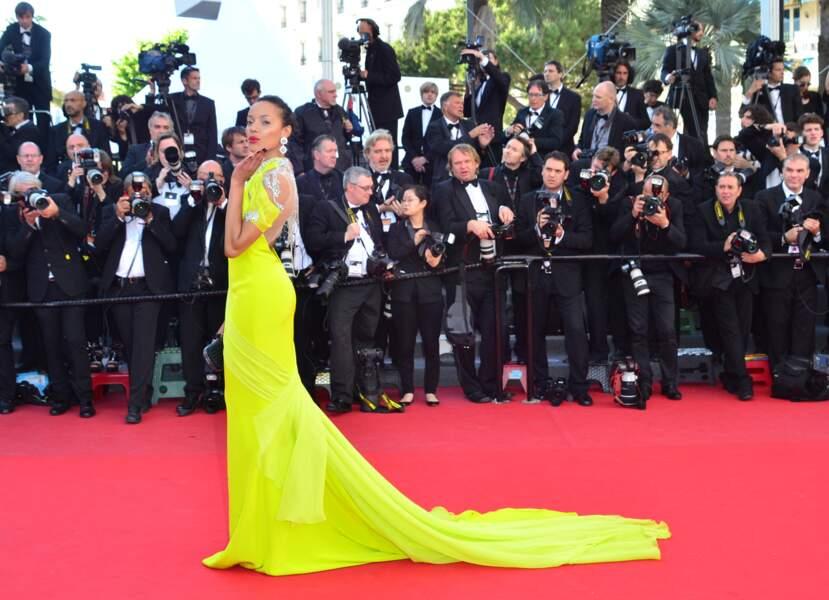 On la trouve comme cette robe de Selita Ebanks ? Un peu jaune canari quand même, non ?