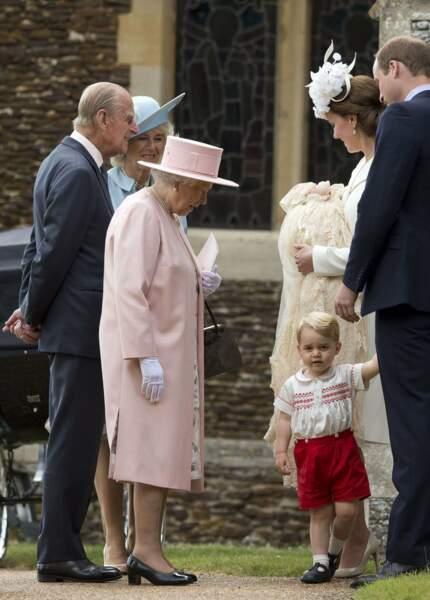 Mais c'est bien baby George, leur arrière-petit-fils, qui les fait le plus craquer