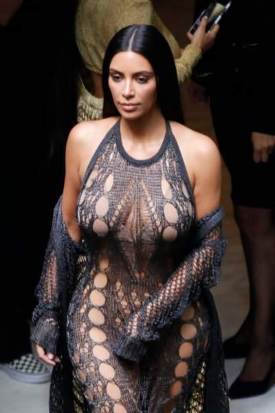 """Vu de près, l'effet """"crochet"""" de sa robe est encore plus réussi"""