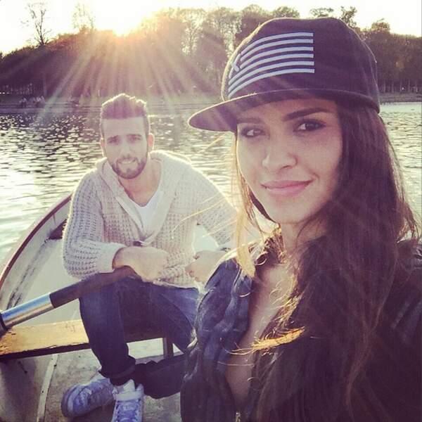 Elle en a profité pour faire de la barque avec son chéri Aymeric.