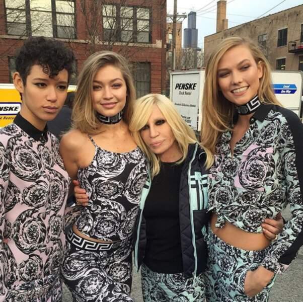 Idem pour Donatella Versace et ses mannequins préférées (dont la sublime Gigi Hadid).