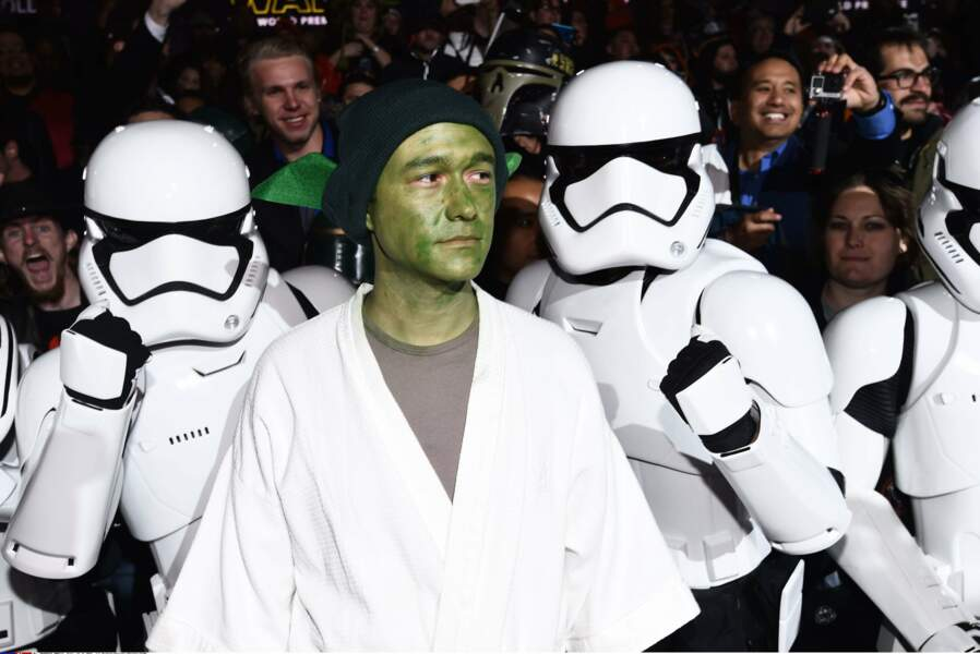 """""""Mais laissez-moi entrer, puisque je vous dis que je suis déguisé en Yoda"""""""