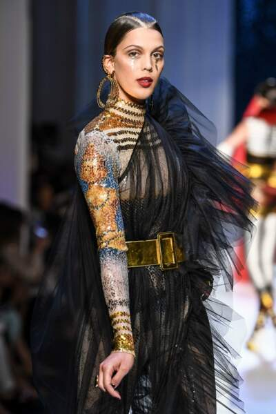 Iris défile pour la collection Jean-Paul Gaultier Haute Couture automne-hiver 2017-2018 en juillet 2017 à Paris