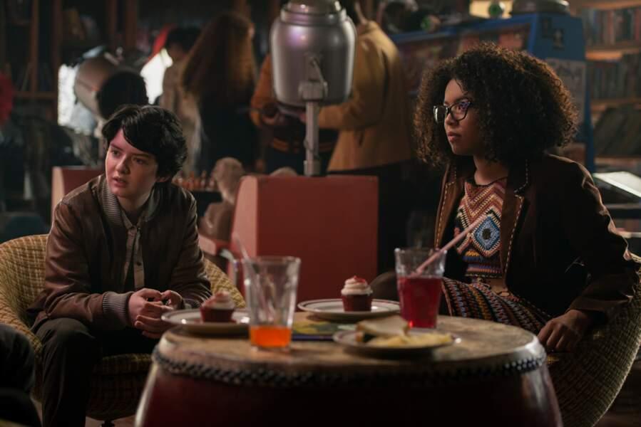 Rosalind Walker (Jaz Sinclair) et Susie Putnam (Lachlan Watson) sont les amies de Sabrina.