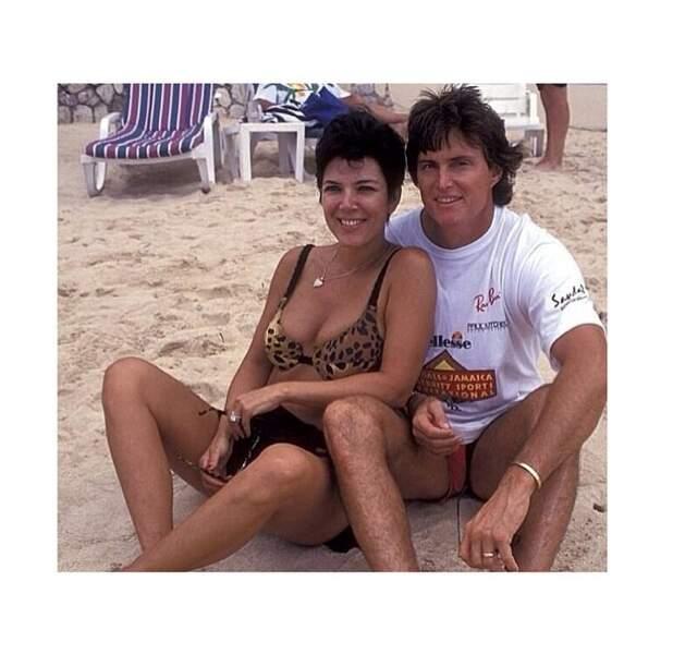 On y retrouve aussi sa mère, Kris, et son beau-père Bruce Jenner...