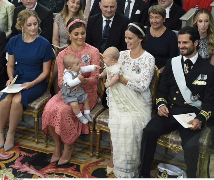 Tiens mais c'est mon cousin Oscar avec sa maman la princesse héritière Victoria !