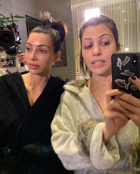 On aimerait bien connaître la référence du masque beauté de Kourtney et Kim Kardashian pour ne jamais l'acheter.