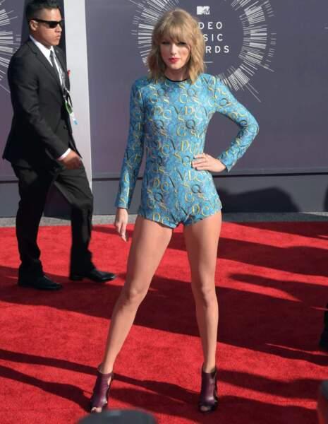 Tenue mini mini riquiqui pour Taylor Swift.