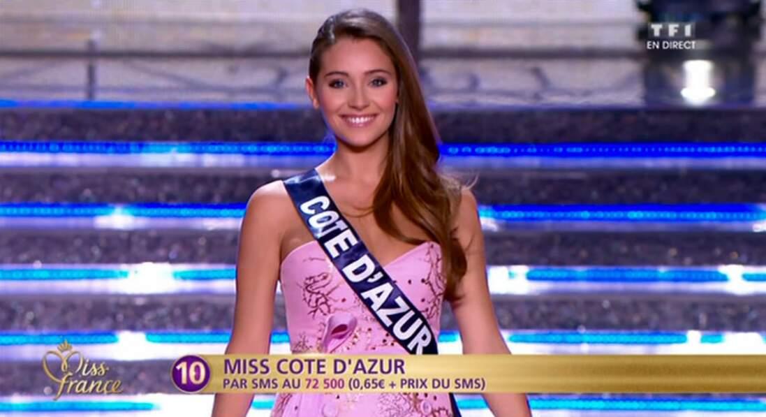 Devant le jury du concours Miss France 2015, elle n'a pas perdu le sourire !