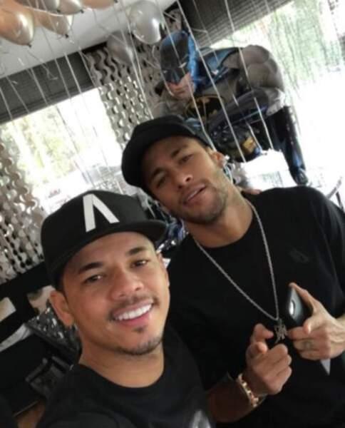 """Jo Amancio est tellement proche de Neymar qu'il est considéré comme son """"frère"""" adoptif"""