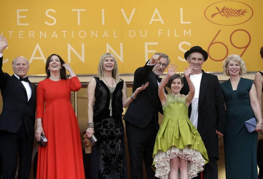 L'équipe du film autour du cinéaste