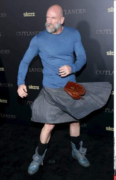 Le kilt de l'acteur Graham McTavish colle plus à Outlander que au décor du Hobbit, où il jouait le nain Dwalin