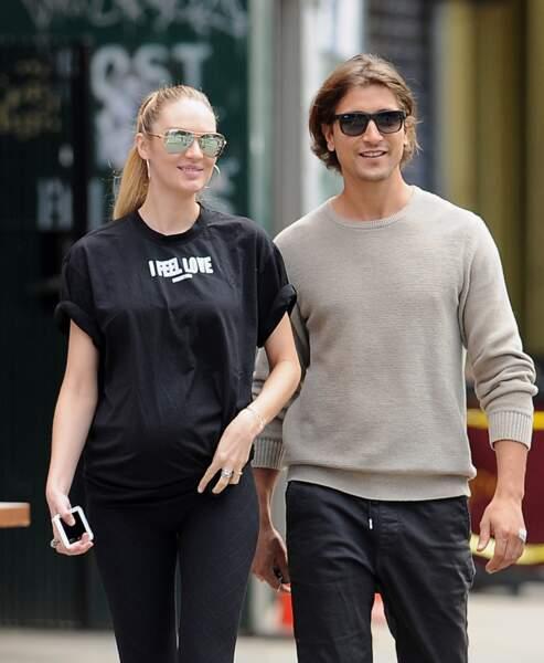 Candice Swanepoel est fiancé au mannequin Brésilien Hermann Nicoli depuis 2005. Ensemble ils ont déjà un garçon,...