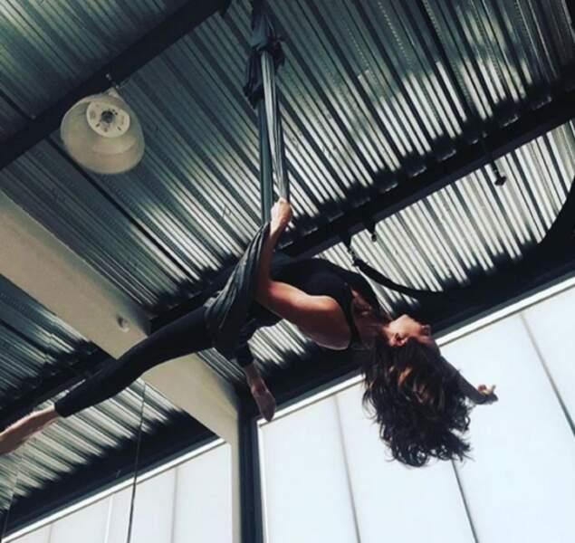 Troian Bellisario est toujours la pro du yoga dans les airs.