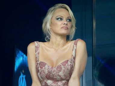 Pamela Anderson réconforte Adil Rami blessé au Vélodrome