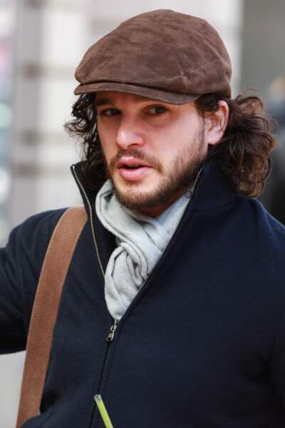 .....comme deux gouttes d'eau à Kit Harington aka Jon Snow de Games Of Thrones