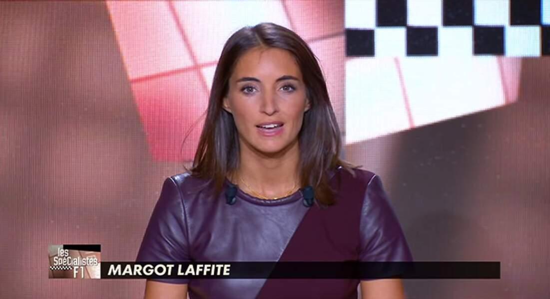 Margot Lafitte a elle aussi misé sur la robe... violette et bi-matière ! On adore !