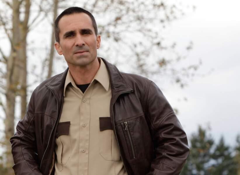 Nestor Carbonell avec des cheveux gris dans la série Bates Motel