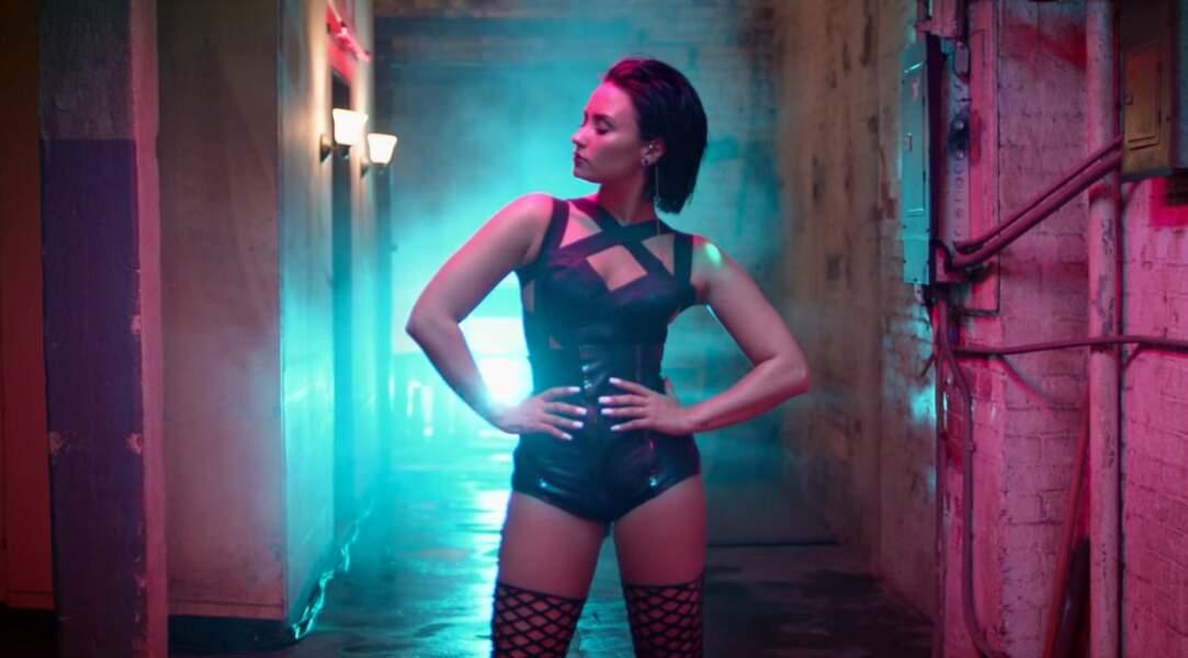 Éclairée aux néons flashy, la vidéo de Cool for the Summer montre la virée de Demi dans les bas-fonds de L.A.