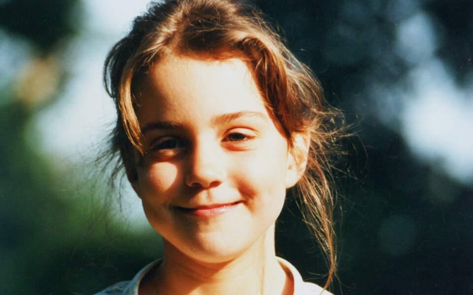 En 1987, à 5 ans, Kate est décrite comme sportive et studieuse