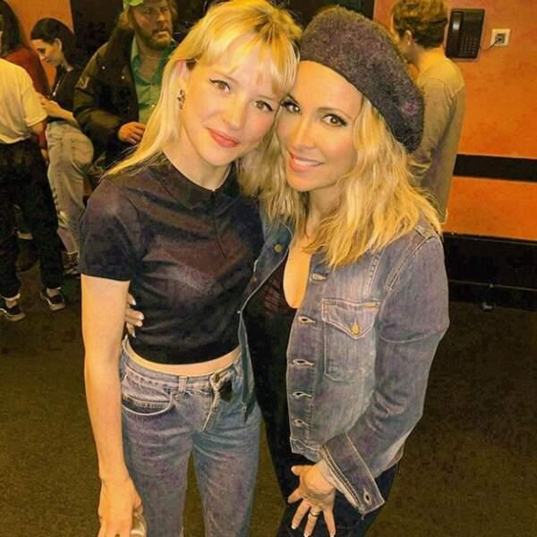 Angèle et son idole Hélène Ségara envisagent de former un girls band de deux personnes...
