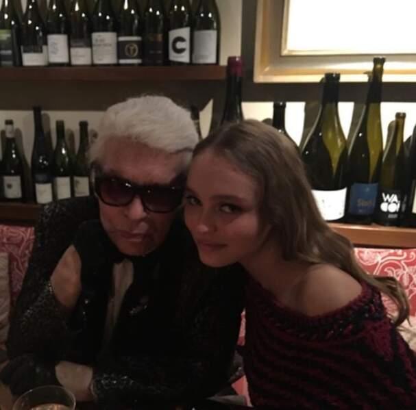 Scoop : Lily-Rose Depp a esquissé un sourire. Trop fort, ce Karl Lagerfeld !