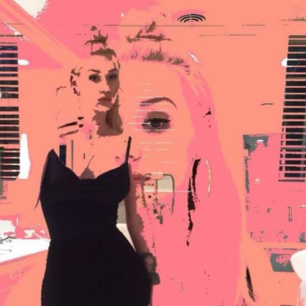 Iggy Azalea se cherche dans le pop art.