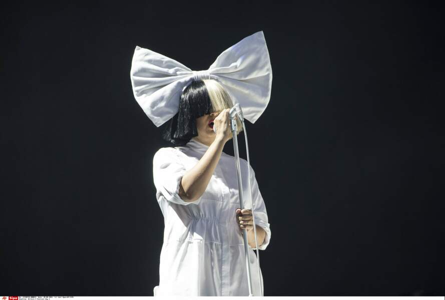 La chanteuse Sia a participé à une campagne de l'association PETA avec sa chienne Pantera