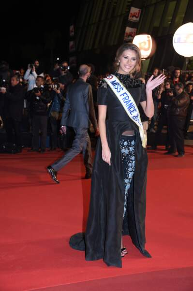 Camille Cerf, la Miss France 2015, sur le tapis rouge des NRJ Music Awards
