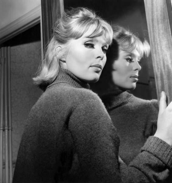 En 1962, il a pourtant une liaison avec la chanteuse et actrice Nico ...