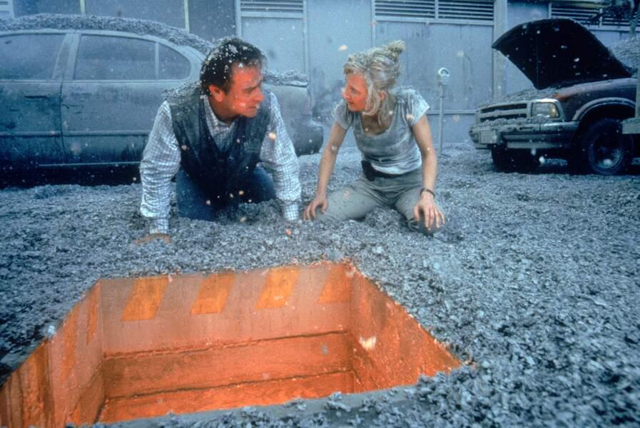 Volcano (1997) : Tommy Lee Jones et Anne Heche dans les cendres de la catastrophe.