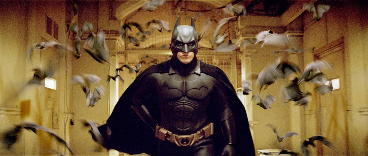 Le chevalier noir reprend du service dans Batman begins (2005), sous les traits de Christian Bale