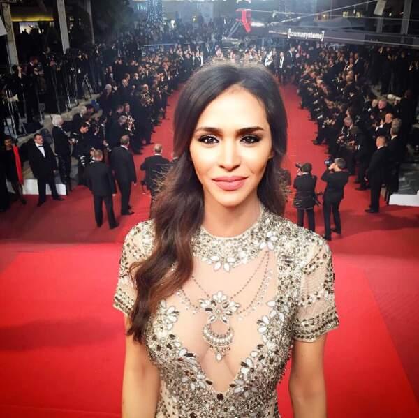 ... tandis que Leila Ben Khalifa misait tout sur une robe transparente.