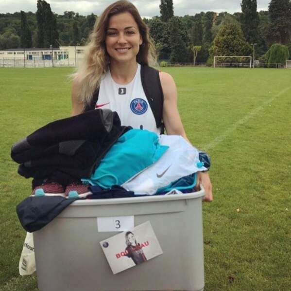 La footballeuse Laure Boulleau était de corvée de lessive.