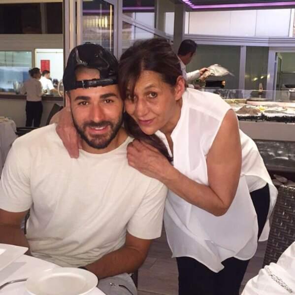 Chou : Karim Benzema nous présentait sa maman...