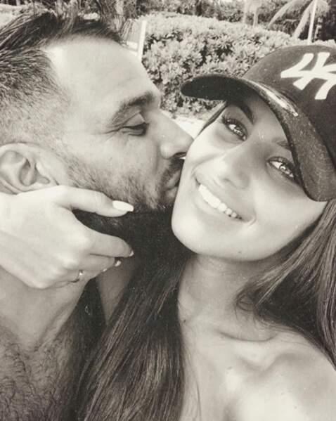 Un peu d'amour : gros bisou pour Kamila de la part de son mari Noré.