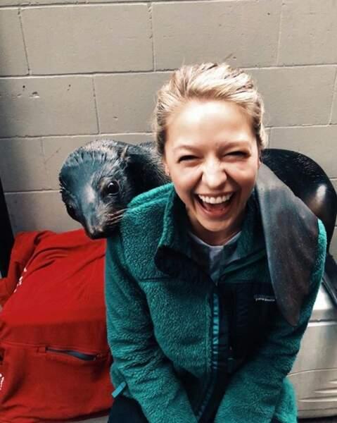 Mais on préfère clairement celui de Melissa Benoist : faire mumuse avec une loutre. Notre rêve.
