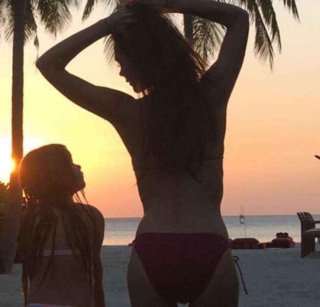 Avant de chiller sur la plage avec son mini-moi, comme Victoria et Harper Beckham !