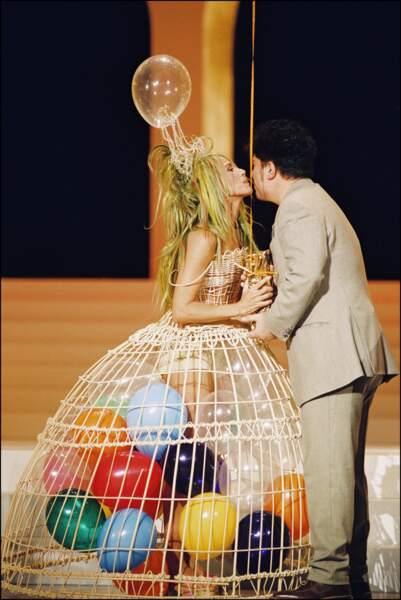 En mars 1999, il reçoit des mains de son exubérante actrice fétiche Victoria Abril le César d'honneur