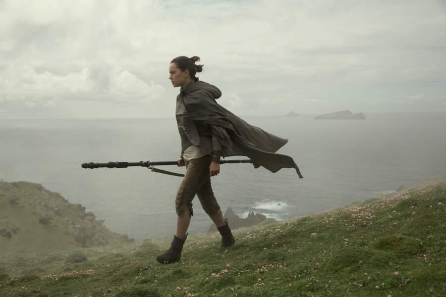Rey, en marche, dans Les Dernier Jedi