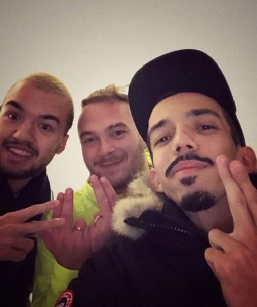 Du beau monde : les frères Bigflo et Oli ont rencontré Jul, du coup ils ont fait des signes avec leurs doigts.