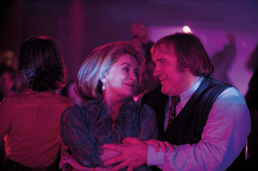 Au côté d'un autre monstre du cinéma français dans Potiche : Catherine Deneuve
