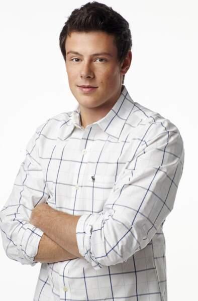 Cory Monteith jouait Finn. L'acteur est décédé en 2013 à cause d'une overdose de drogues et d'alcool