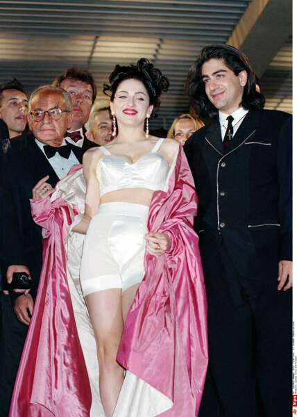La popstar Madonna sortait visiblement de son lit avant de gravir les marches. C'était osé, comme elle ! (1991)