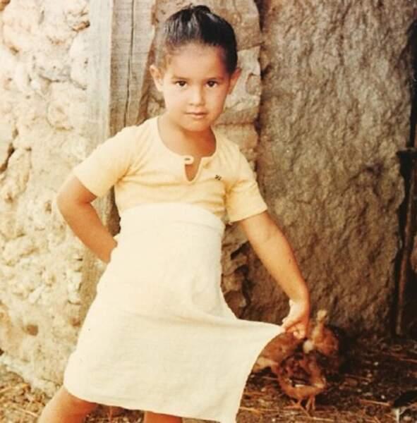 Ça c'est Elisa Tovati quand elle était enfant.