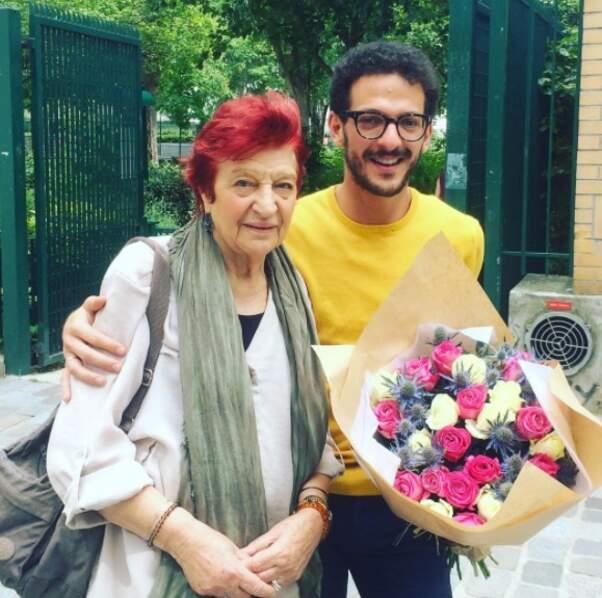 Des fleurs pour Anne Sylvestre : Vincent Dedienne a offert des roses et des chardons à sa chanteuse adorée