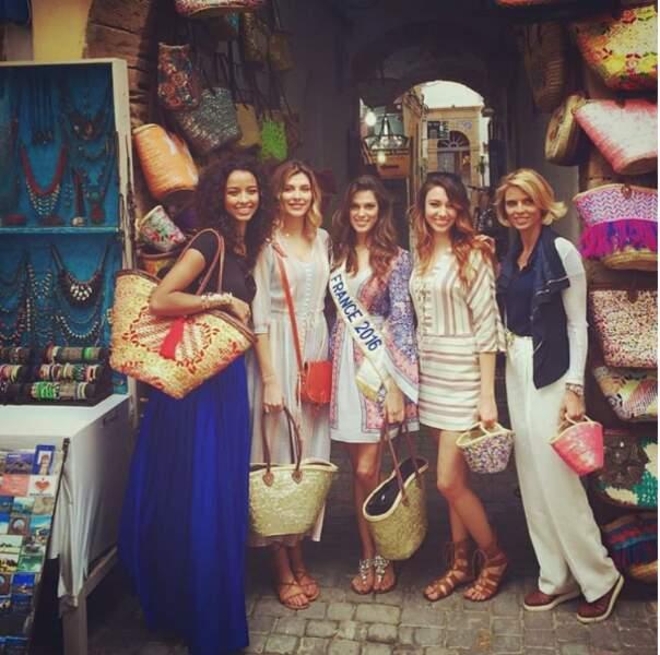 Ensemble, les Miss visitent les plus beaux pays du monde...